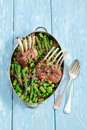 Lamb chops with asparagus, broad beans, peas, red onions and raisins