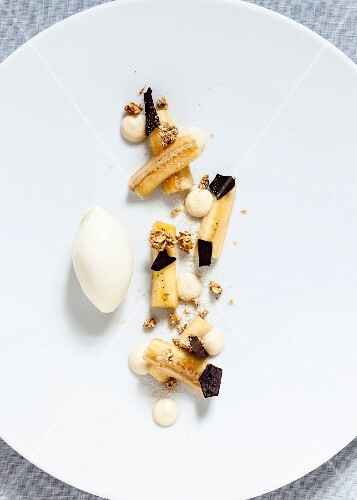 Marinated bananas with grated chocolate, wholemeal muesli, banana cream and vanilla ice cream