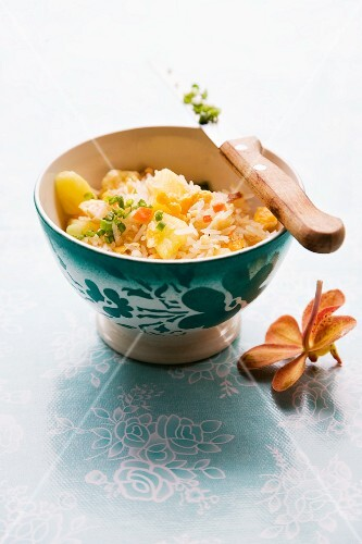 Khao Pad Sapparot (fried rice with pineapple, Thailand)