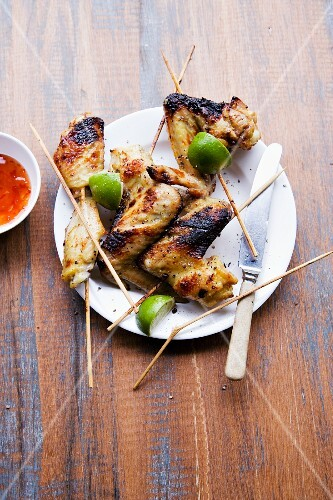 Grilled chicken wing kebabs with limes (Thailand)