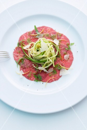 Beef carpaccio with asparagus pasta