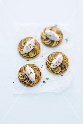 Mini vegetable tarts with goat's cream cheese