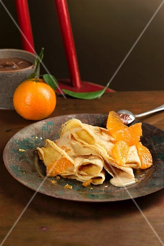 Stuffed crêpes with mandarin cream and ganache