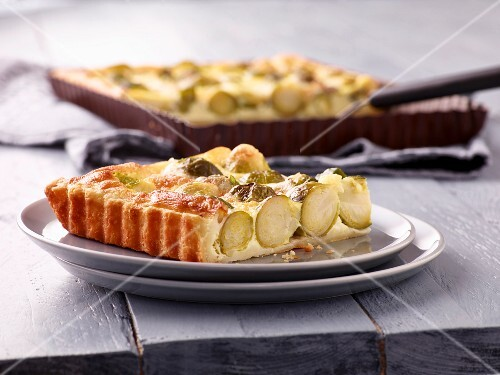 Brussels sprouts tart with cheese