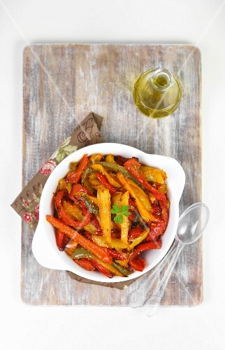 Colourful roasted pepper strips with breadcrumbs