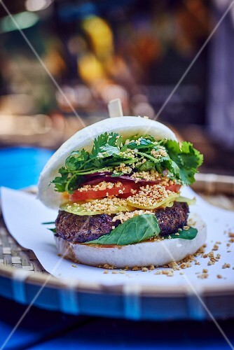 Beefburger with lemongrass and spinach