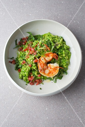 Green barley risotto with prawns