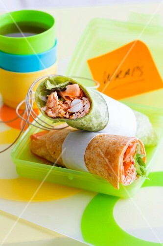 Green and red tandoori chicken wraps