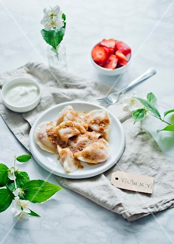 Sweet ravioli with quark and strawberries