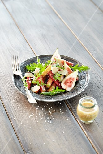 Rhubarb salad with figs, rocket and a mustard dressing