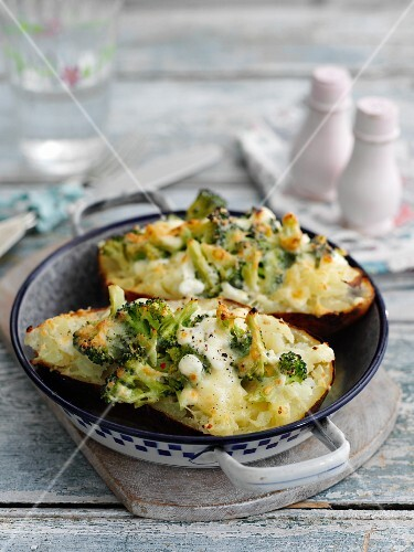 Grilled potatoes with cheese and broccoli