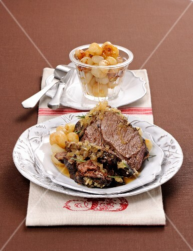 Roast beef with white onions