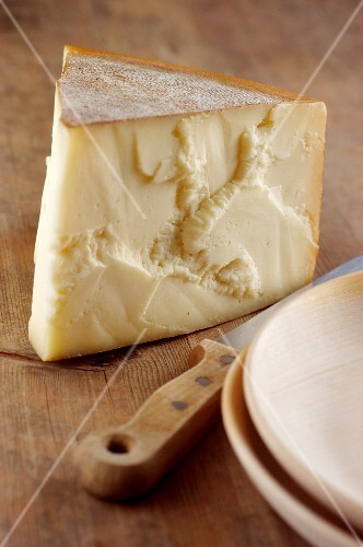 Carnia dolce (cow's milk cheese from Friaul, Italy)