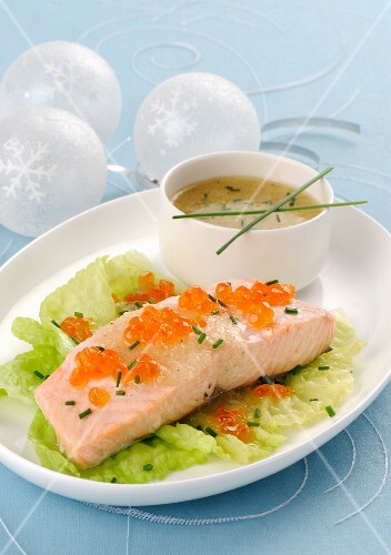 Steamed salmon fillet on lettuce leaves with salmon caviar and chives