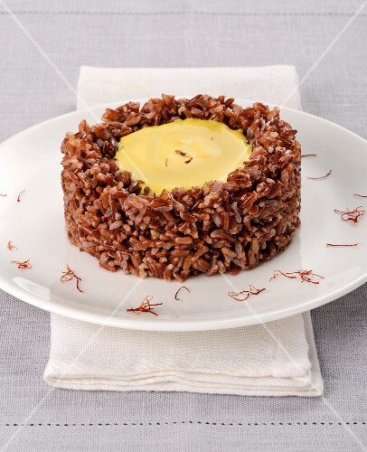 Red rice with a saffron cheese cream