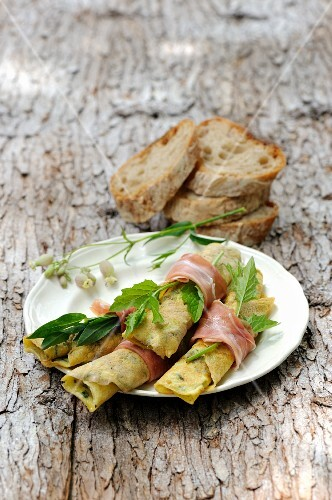 Buckwheat crêpes with a herb filling and ham
