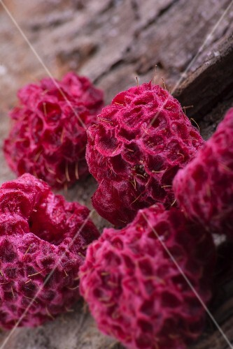 Dried raspberries (close-up)