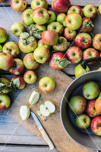 Fresh organic apples, whole and sliced
