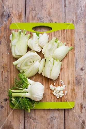 Fennel bulbs, whole and sliced