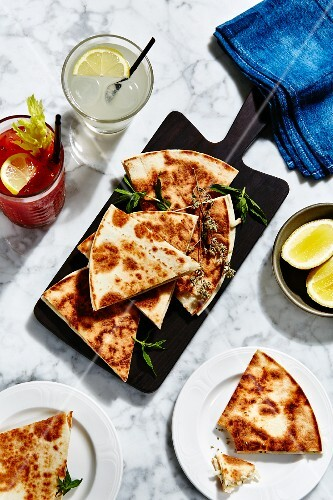 Piadini with cheese and oregano