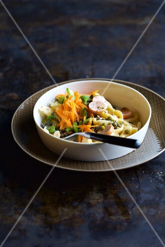 Soft egg noodle salad with lentils, sausages and mange tout (Swabia, Germany)