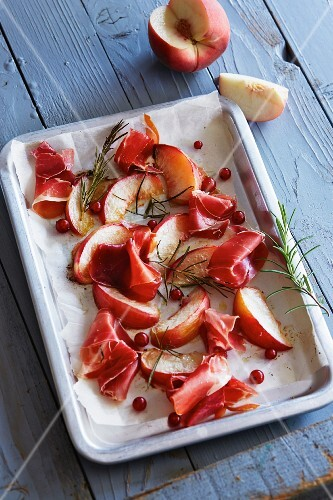 Oven-roasted peaches with ham, redcurrants and rosemary