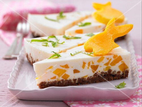 Cream cheese and mango cake for Easter