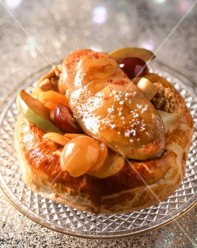 Puff pastries with fruit and foie gras
