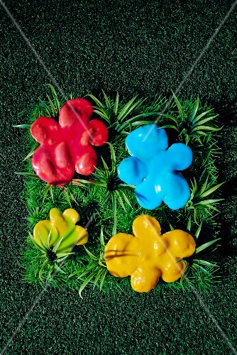 Warhol-style biscuits: four flower-shaped biscuits with colourful sugar icing