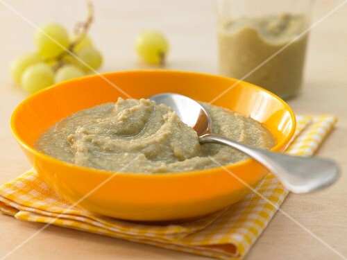 Fruity sprout porridge with grapes