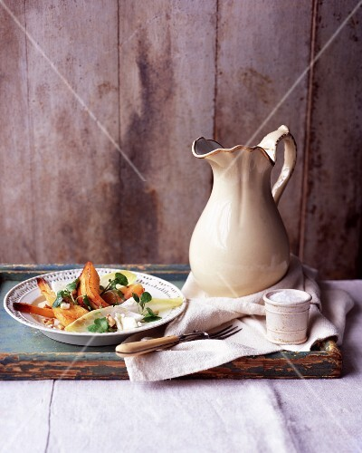 Autumn salad with chicory, pears and walnuts