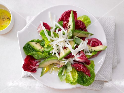 A mixed leaf salad with avocado