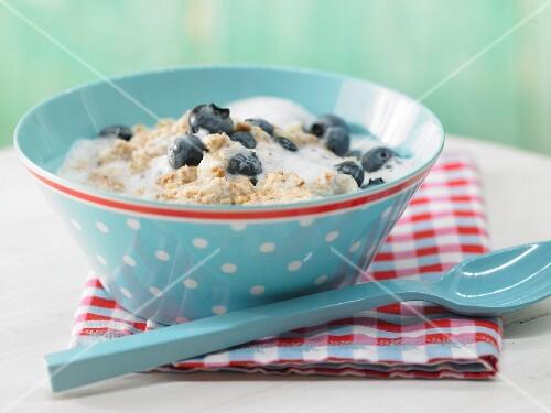 Melba toast porridge with blueberries