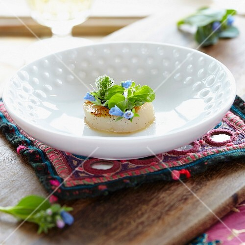 Marinated scallops with edible flowers