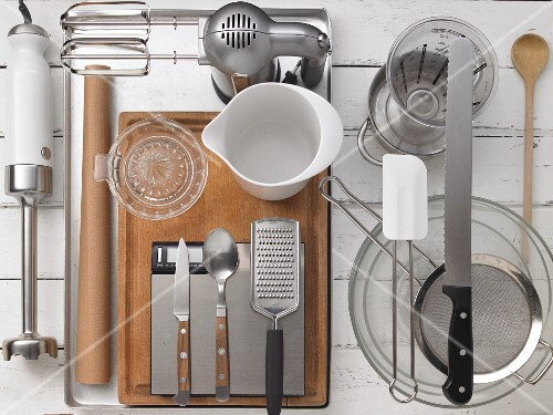 Kitchen utensils for making Swiss roll