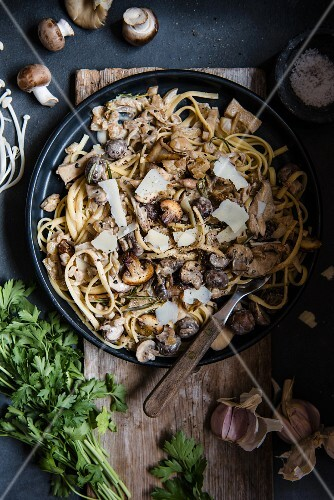 Tagliatelle with a garlic and mushroom sauce
