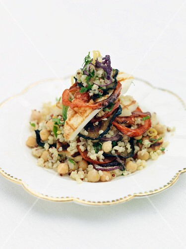 Quinoa salad with Halloumi cheese and aubergine