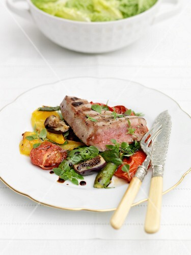 Seared tuna with vegetables