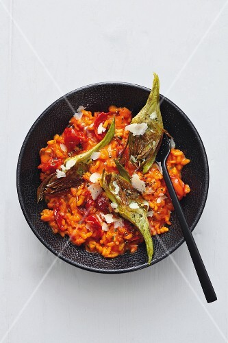 Risotto with tomatoes, pepper and artichokes