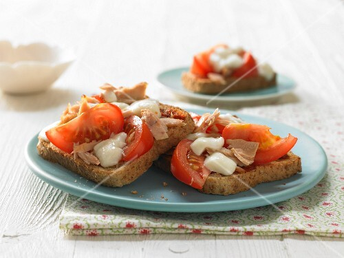 Pizza toast with tuna, tomato and mozzerella