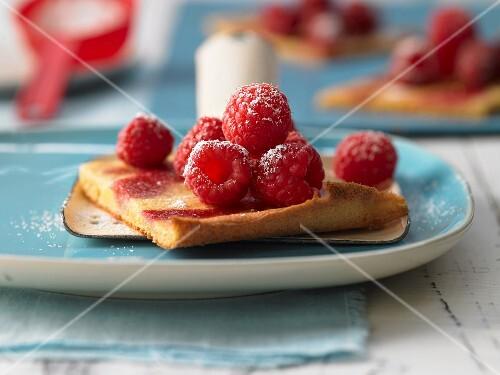 Raspberry traybake
