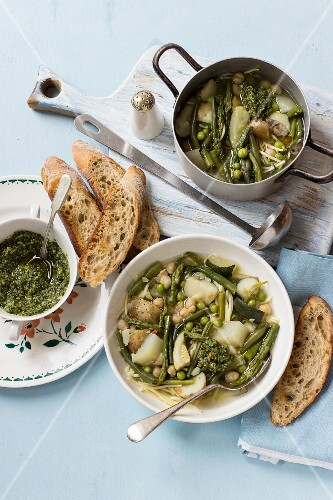 Soup with green beans, asparagus, peas, courgette, potatoes and basil pesto