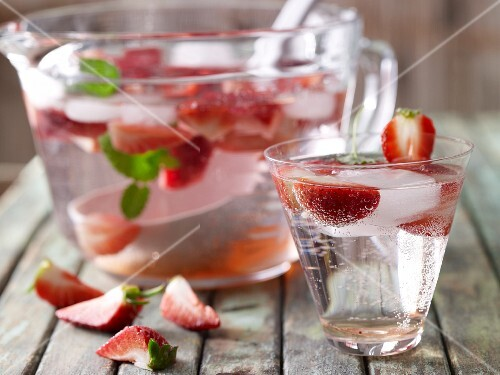 Non-alcoholic strawberry punch with ginger ice cubes