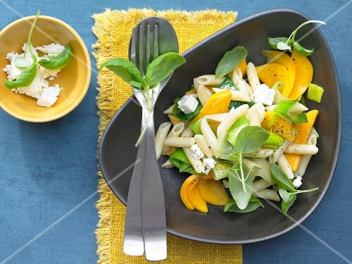 Pasta with mango, leek, sheep's cheese and basil