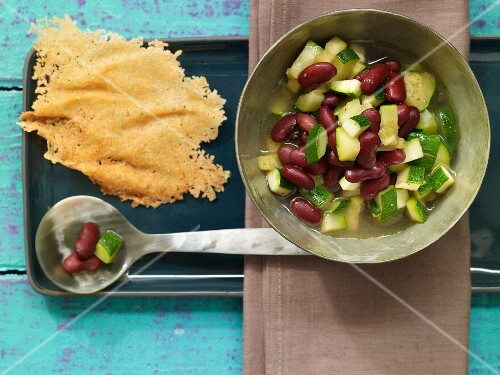 Kidney bean stew with Parmesan crackers