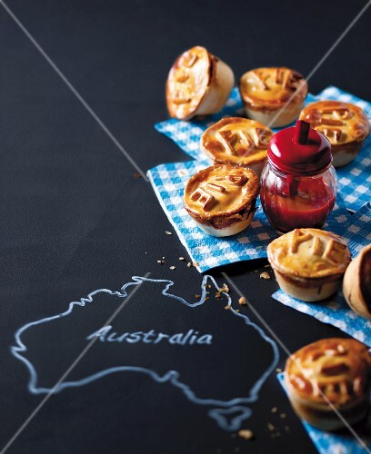 Savoury 'mince pies' filled with minced meat and pumpkin