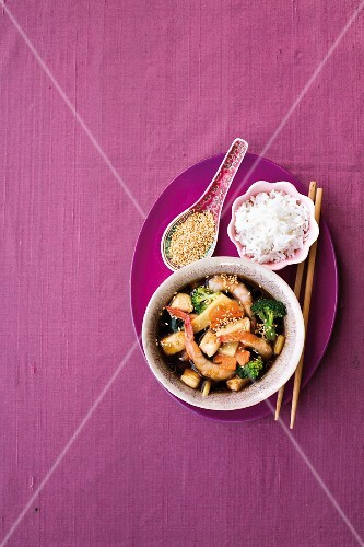 Asian prawn & chicken soup with sesame seeds and rice