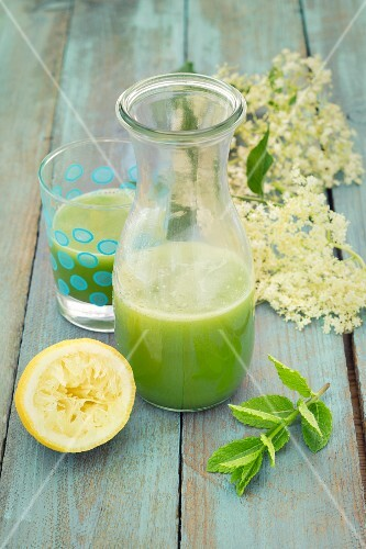 Detox cucumber lemonade with elderflower syrup and mint
