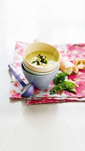 Cold pea & cucumber soup