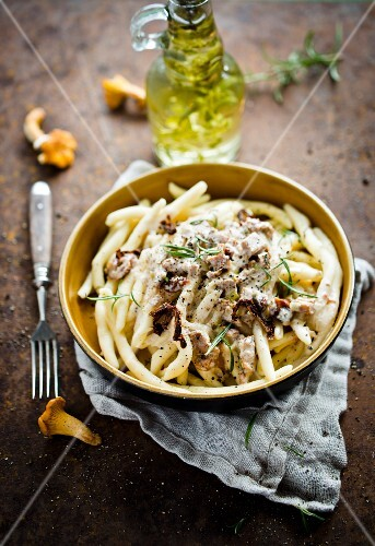 Pasta with chanterelle sauce